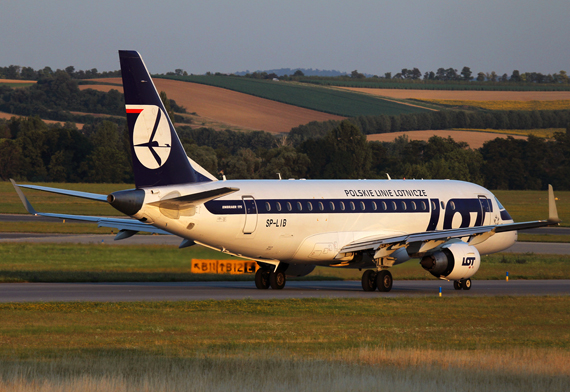 LOT Embraer E170 in Wien -  Foto: Max Hrusa