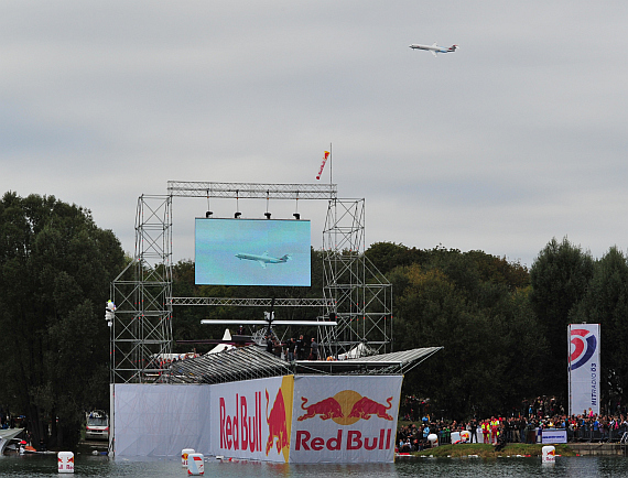 Low Pass Fokker 100 Red Bull Flugtag 2012