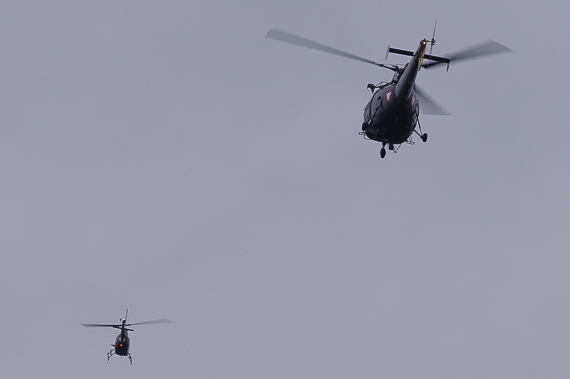 Alouette III und OH-58 Kiowa in lockerer Formation