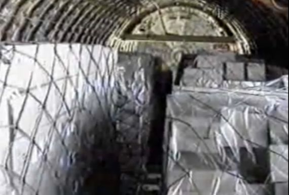 "Beladenes Main Deck Cargo Hold einer Boeing 747-200 ""Combi"" Foto Archiv (Screenshot YouTube)"