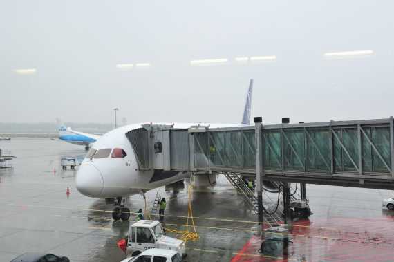 Boeing 787 Dreamliner von LOT am Gate in Warschau - Foto: Austrian Wings Media Crew