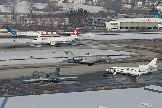 Line-up to Runway 28 at Zurich-Airport - Foto: Stefan Gschwind