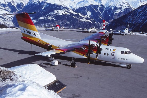 Dash 7 der Tyrolean Airways auf dem Vorfeld des Altiport-Courchevel - Foto: Paul Bannwarth
