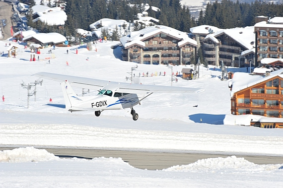 Reims F182P Skylane II, F-GDIX beim Start vom Altiport-Courchevel - Foto: Andy Herzog
