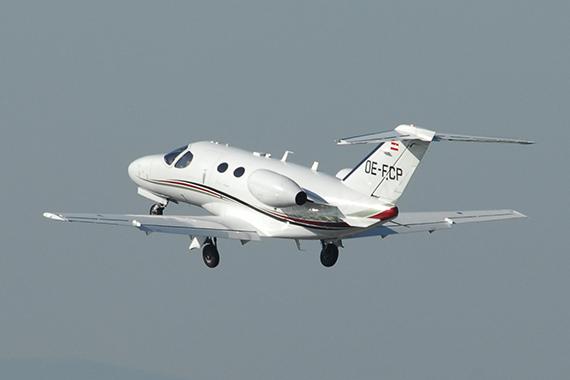 Drei Tote bei Absturz von Flugzeug in Baden-Württemberg