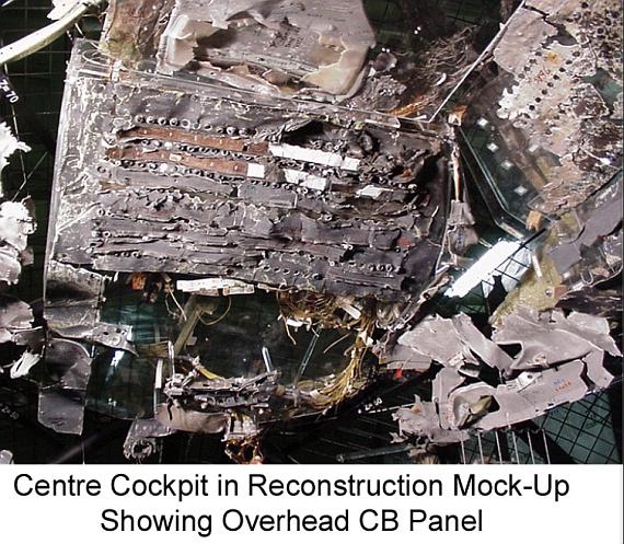 Rekonstruktion des zentralen Overheadpanels mit Sicherungen der HB-IWF (SR 111) - Foto: TSB