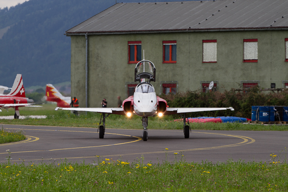 Airpower 2013 Single Patrouille Suisse frontal Peter Hollos
