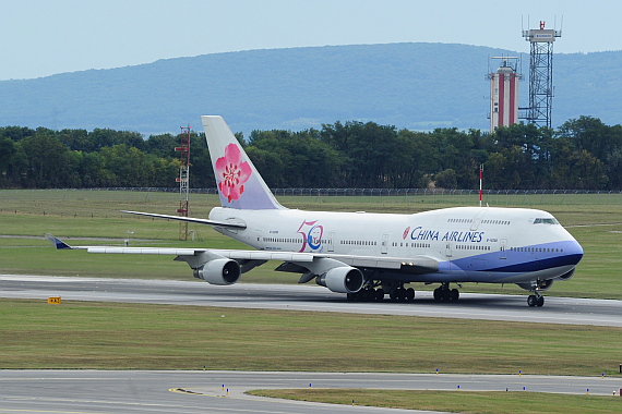 B-18208 China Airlines Boeing 747-400 50 Jahre Sticker beim Start auf Piste 29 Foto PA Austrian Wings Media Crew