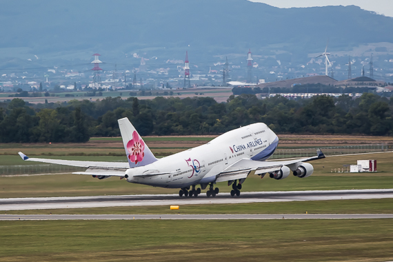 China Airlines Boeing 747-400 50 Jahre Sticker B-18208 Takeoff Peter Hollos