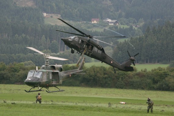 AB212 und Black Hawk des Bundesheeres - Foto:  Courtesy Christoph Matzl