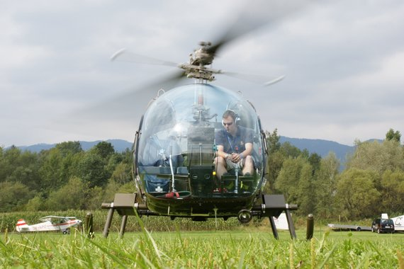 Bell 47 beim Start - Foto: Anton Wildberger