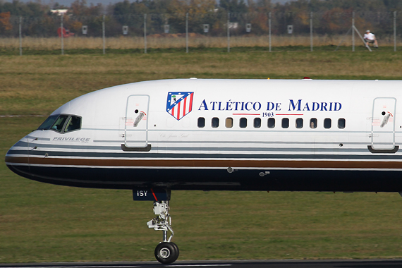 Boeing 757-200 Privilege Style Atletico Madrid RR_Closeup