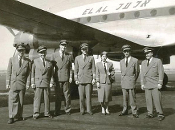 El Al Crew vor einer Constellation - Foto: Courtesy El Al Moreshet Website