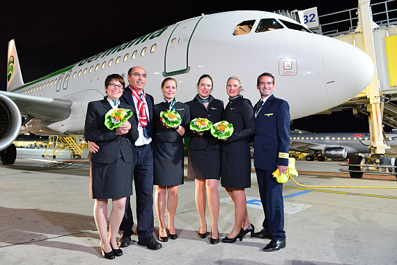 Germania Erstflug Bremen Airbus A319 D-AHIL_3 Ribbon Cutting_Crew_vor_Flieger Foto PA Austrian Wings Media Crew