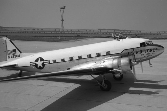 DC-3/C-47 der US-Air Force in Schwechat - Foto: Archiv AAM