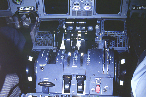 Center Panel mir den Schubhebeln - Foto: Aviationimages.at