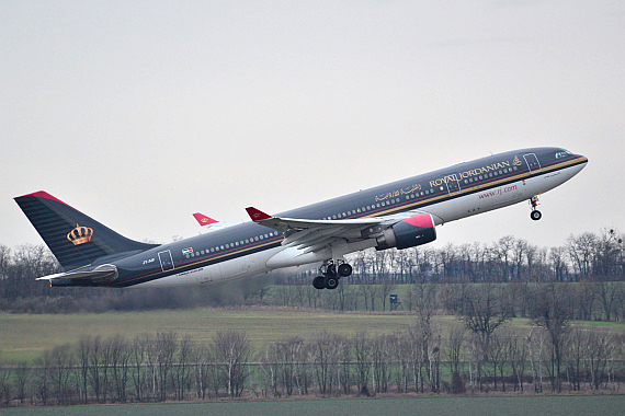 Royal Jordanian Airbus A330-200 JY-AIF Start Piste 29_2 Foto PA Austrian Wings Media Crew