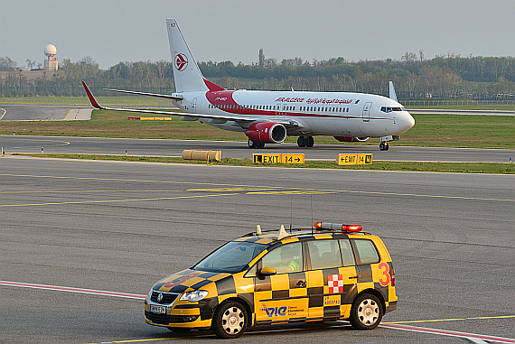 Air Algerie mit Follow Me Wagen Foto PA Austrian Wings Media Crew