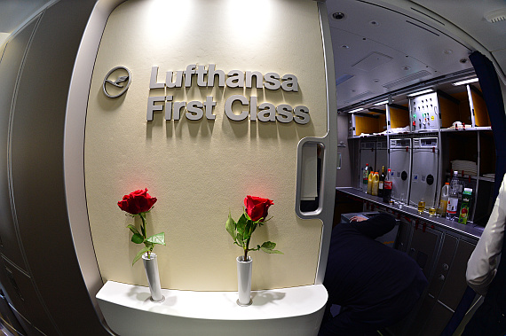 Lufthansa Boeing 747-8I First Class Rote Rosen Foto PA Austrian Wings Media Crew