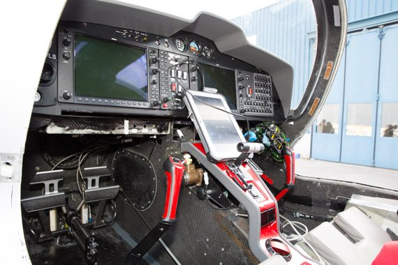 Diamond DA50 Erstflug cockpit peter hollos-5
