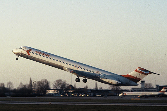 AUA Austrian Airlines MD-80 beim Start in Wien Foto Archiv Austrian Airlines
