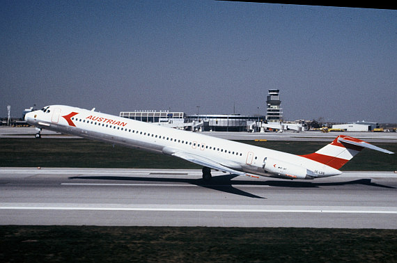 AUA Austrian Airlines MD-81 beim STart in Wien Foto Archiv Austrian Airlines