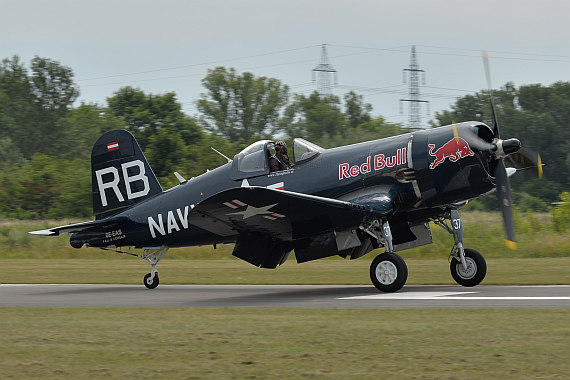 Flugplatzfest STockerau 2015 Foto Huber Austrian Wings Media Crew Flying Bulls F4U Corsair Landung_2