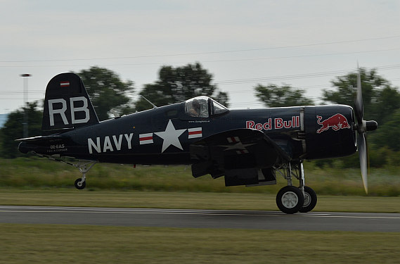 Flugplatzfest STockerau 2015 Foto Huber Austrian Wings Media Crew Flying Bulls F4U Corsair start