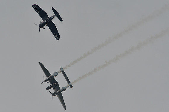 Flugplatzfest STockerau 2015 Foto Huber Austrian Wings Media Crew Flying Bulls Formation F4U Corsair P-38 Lightning_12