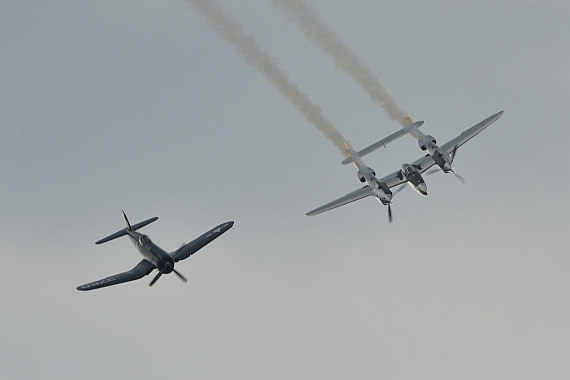Flugplatzfest STockerau 2015 Foto Huber Austrian Wings Media Crew Flying Bulls Formation F4U Corsair P-38 Lightning_16