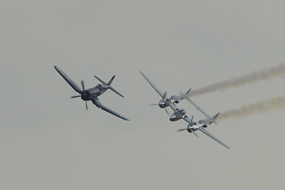 Flugplatzfest STockerau 2015 Foto Huber Austrian Wings Media Crew Flying Bulls Formation F4U Corsair P-38 Lightning_7