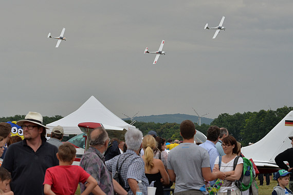 Flugplatzfest STockerau 2015 Foto Huber Austrian Wings Media Crew Katana Formation_1