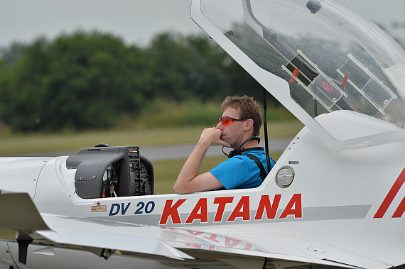 Flugplatzfest STockerau 2015 Foto Huber Austrian Wings Media Crew Pilot in Katana_2