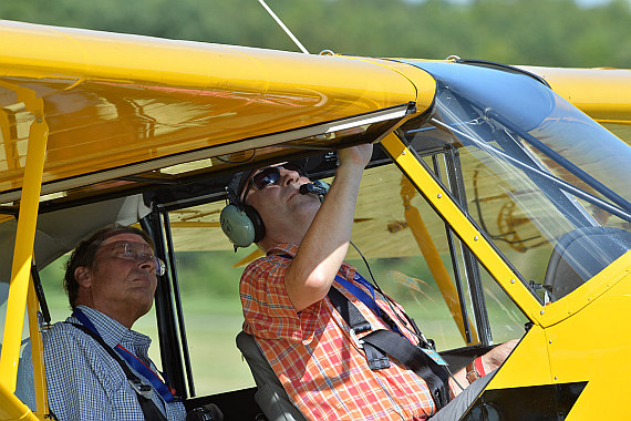 Flugplatzfest Stockerau 2015 28062015 Foto Huber Austrian Wings Media Crew AAM Piper Cub OE-CUB Franz List Anton Wildberger im Cockpit_1