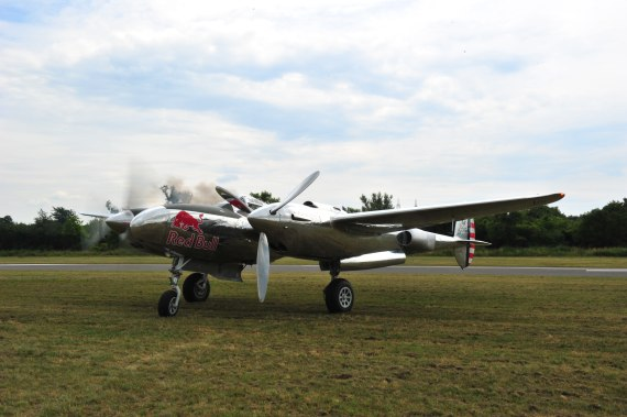 Fugplatzfest Stockerau 2015 Foto Huber Austrian Wings Media Crew Flying Bulls P-38 Lightning right engine Startup