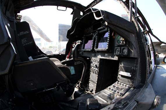 Cockpit eines Apache Helikopters - Foto: Thomas Ranner