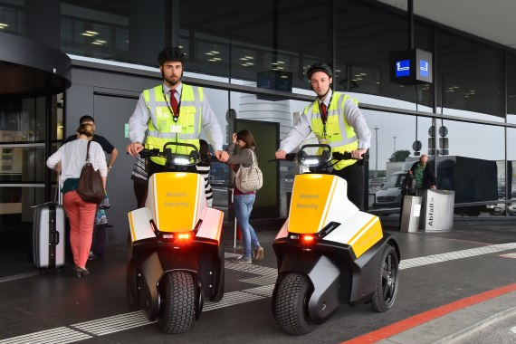 Airport Security Segway Foto Huber Austrian Wings Media Crew_11