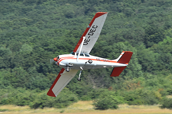 Spitzerberg 2015 Foto Huber Austrian Wings Media Crew OE-DEC Cessna 206 Low Pass Wolfgang Oppelmayer
