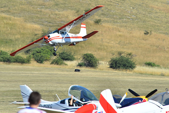 Spitzerberg 2015 Foto Huber Austrian Wings Media Crew OE-DEC Cessna 206 Low Pass Wolfgang Oppelmayer_2