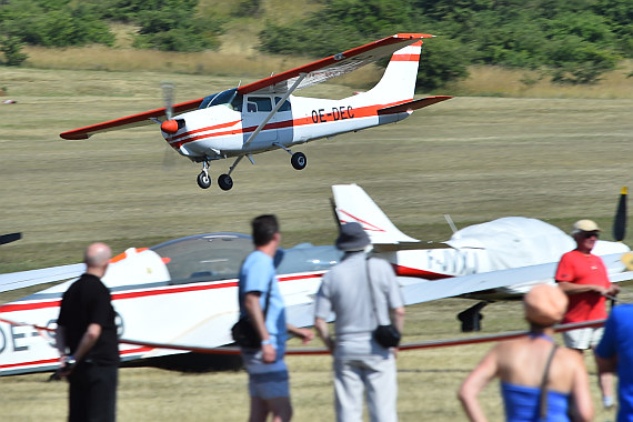 Spitzerberg 2015 Foto Huber Austrian Wings Media Crew OE-DEC Cessna 206 Low Pass Wolfgang Oppelmayer_3