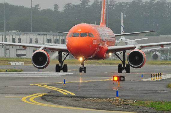 16. Copyright by Andy Herzog EasyJet Airbus G-EZUI