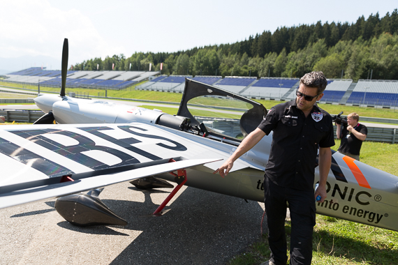 Red Bull Air Race Spielberg 2015 Media Day Hannes Arch Peter Hollos - PH5_6565