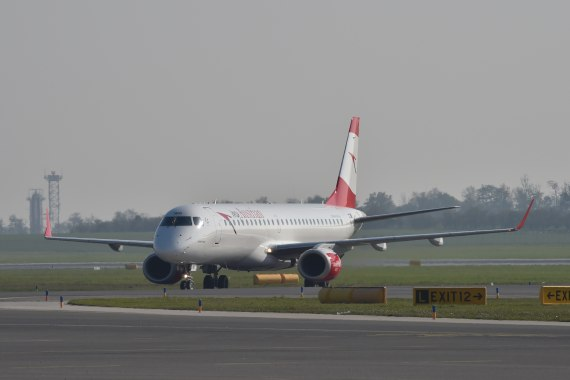 AUA Austrian Airlines Ankunft erster Embraer E-195 E195 OE-LWD am 31102015 Foto Huber Austrian Wings Media Crew_001
