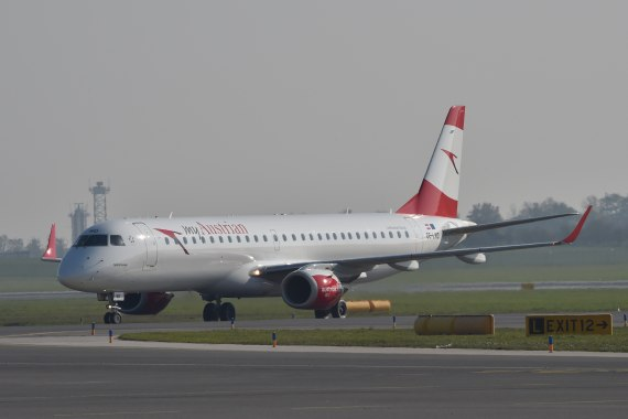 AUA Austrian Airlines Ankunft erster Embraer E-195 E195 OE-LWD am 31102015 Foto Huber Austrian Wings Media Crew_002