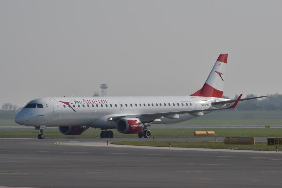 AUA Austrian Airlines Ankunft erster Embraer E-195 E195 OE-LWD am 31102015 Foto Huber Austrian Wings Media Crew_003