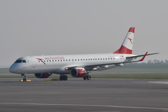 AUA Austrian Airlines Ankunft erster Embraer E-195 E195 OE-LWD am 31102015 Foto Huber Austrian Wings Media Crew_004