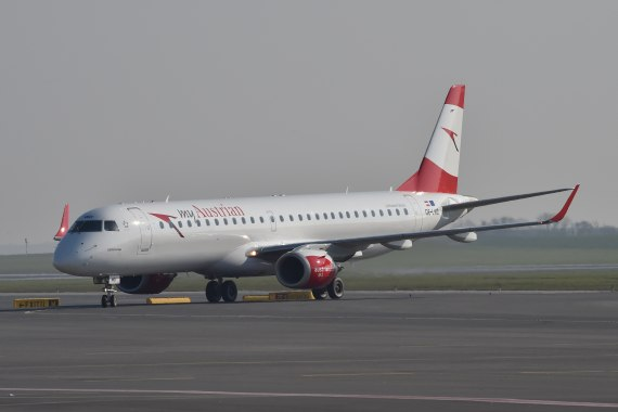AUA Austrian Airlines Ankunft erster Embraer E-195 E195 OE-LWD am 31102015 Foto Huber Austrian Wings Media Crew_005