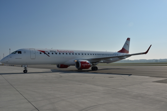 AUA Austrian Airlines Ankunft erster Embraer E-195 E195 OE-LWD am 31102015 Foto Huber Austrian Wings Media Crew_007