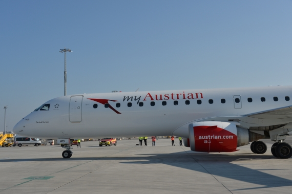 AUA Austrian Airlines Ankunft erster Embraer E-195 E195 OE-LWD am 31102015 Foto Huber Austrian Wings Media Crew_009
