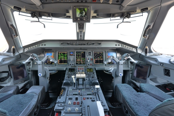 AUA Austrian Airlines Ankunft erster Embraer E-195 E195 OE-LWD am 31102015 Foto Huber Austrian Wings Media Crew_014 Cockpit